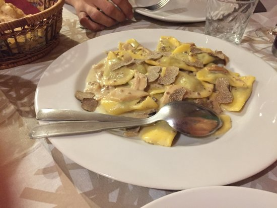 Arcevia, อิตาลี: Mezzelune tartufo e porcini, bocconcini al curry e al formaggio