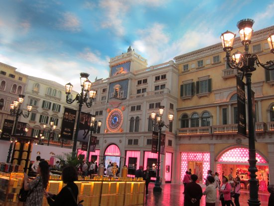 """The Venetian Macao Resort Hotel: That """"sky"""" is not real OK? Its simulated. You wont ever get bad weather."""