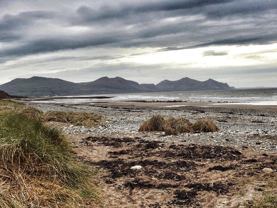 Bryn Mor Beach Hotel: Dinas Dinlle Iron Age fort and beach