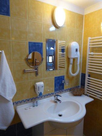 Hotel Niky: a nice bathroom