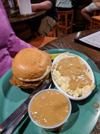 Clearfield, PA: Chicken pot piesandwich