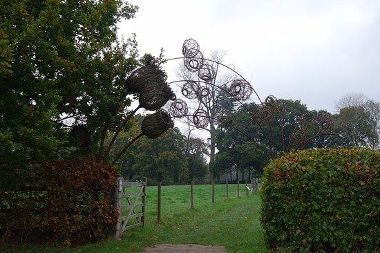 Haywards Heath, UK: Artwork in the gardens