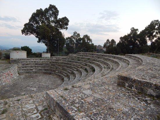 Mazzarino, Italy: Anfiteatro sul retro