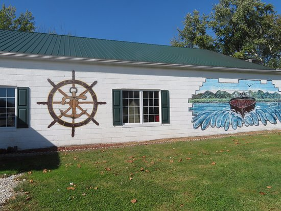 New Martinsville, WV: Murals Recalling the Site's Pleasure Boating Past