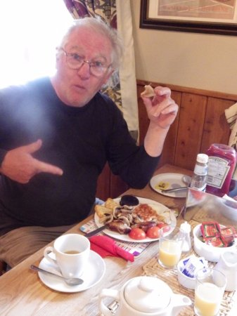 Warslow, UK: Is the breakfast big... Or the plate mall? It was great!