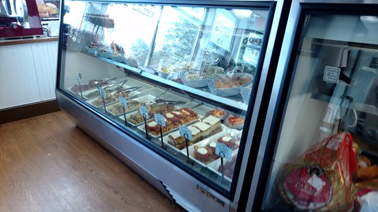 West Springfield, MA: One of the deli cases