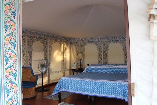 Chhatra Sagar: Our beautiful room!