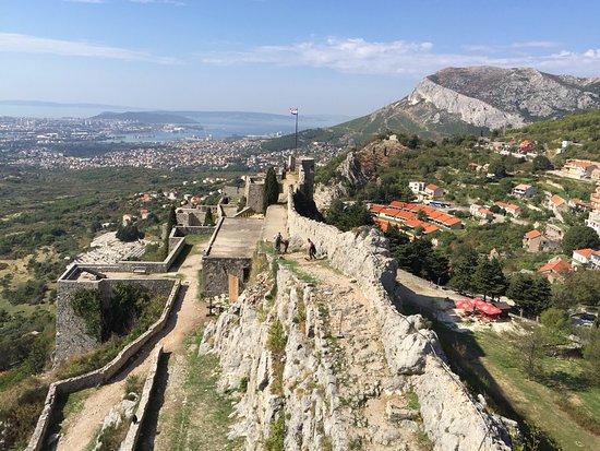 Klis, Croatia: Una de las perspectivas desde dentro de la Fortaleza