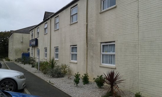 Roche, UK: Front View of Rooms