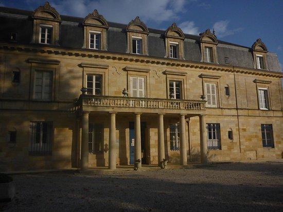 Chateau Pomys: Entrance