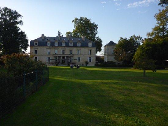 Chateau Pomys: Court