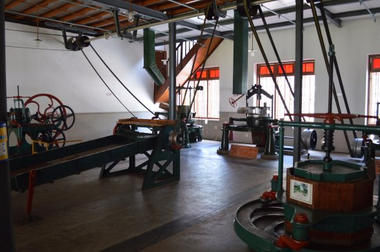 Ceylon Tea Museum: Nice collection of old tea processing machines