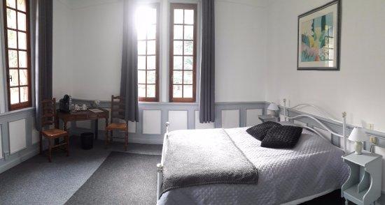Le Ch U00e2teau De Fontager Hotel  Serves