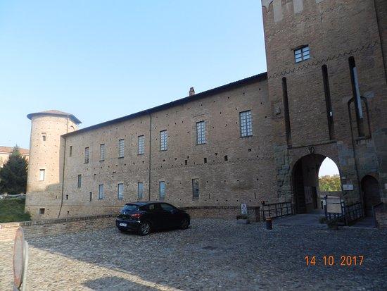 Piacenza, İtalya: Altra immagine con torre di difesa