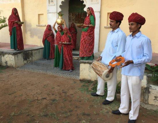 Sardargarh Heritage Hotel: Accueil en musique et sous les pétales de rose