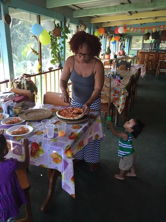 Mangrove Inn & Restaurant: Our smaller customers often let Ms. Iconie cut their pizza for them - Pizza available by pre-ord