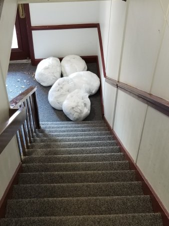 Avon, كونيكتيكت: Very clean stairs...