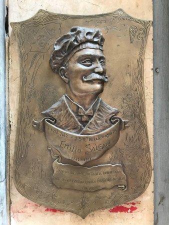 Statua dedicata a Emilio Salgari