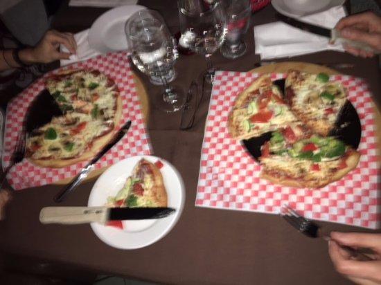 Blainville, Canada: Offre d'une douzaine de pizzas