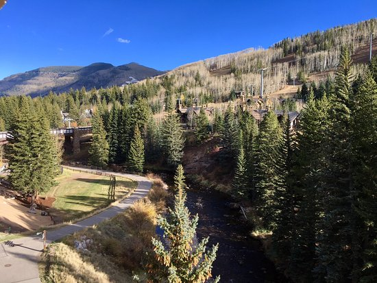 Antlers at Vail: A beautiful mountain view from our suite