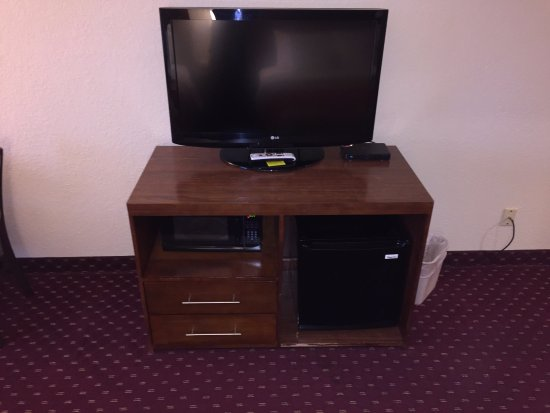 Comfort Inn & Suites: TV, FRIDGE AND MICROWAVE