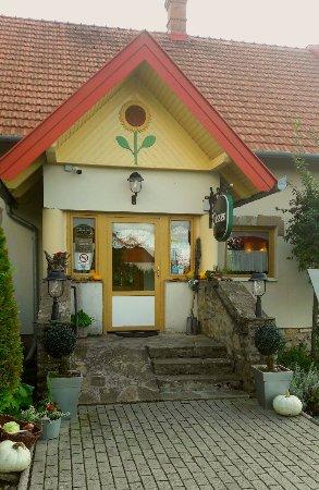 Cserszegtomaj, Macaristan: Napraforgó vendéglő-Gasthaus zur Sonne