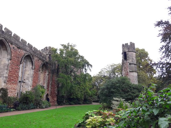The Bishop's Palace and Gardens: Grounds