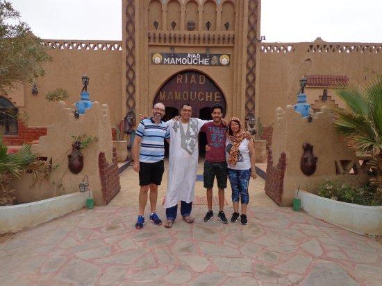 Riad Mamouche: En la puerta del hotel