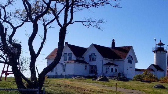 Atlantis Oceanfront Inn: Eastern Pointe Lighthouse, only down the rd