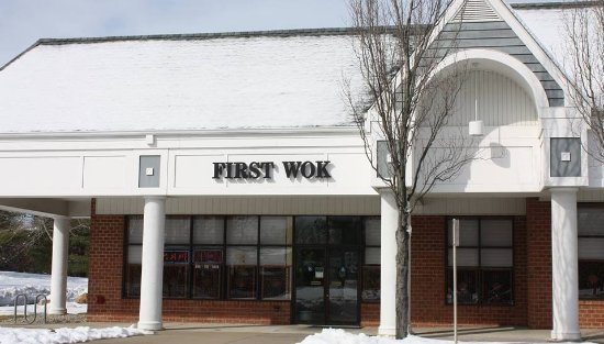 Princeton Junction, Nueva Jersey: First Wok is at Unit #1 in the Southfield Shopping Mall.  End Unit, Side Facing Princeton-Hights