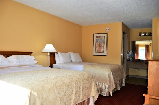 Bryson Inn: Nice CLEAN rooms...comfy beds