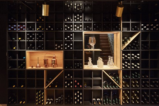 Enoteca Turi: Wine wall