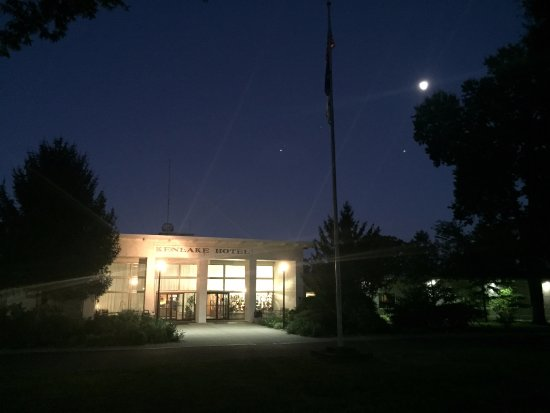 Hardin, KY: Kenlake lodge under the moon