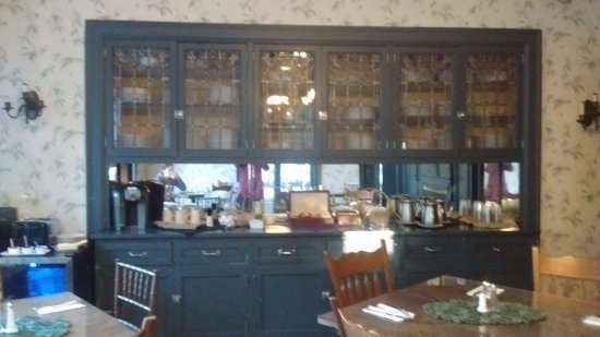 Clifford, Pensilvania: Amazing leaded glass built in buffet in the breakfast room.