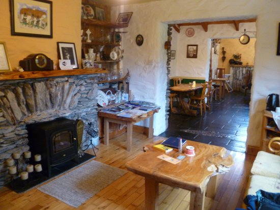 Lissyclearig Thatched Cottage: Gathering Room