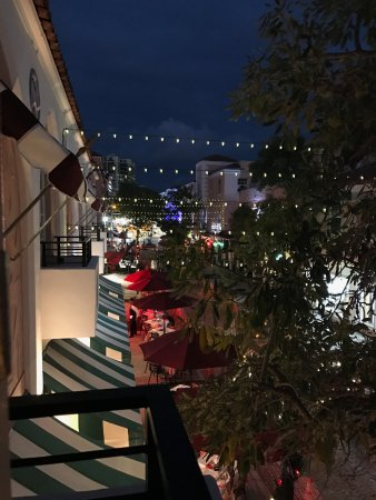El Paseo Hotel: Beautiful Nightlife