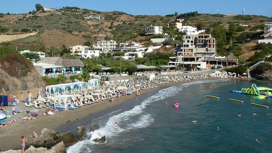 Varkotopos Beach: Вид на пляж