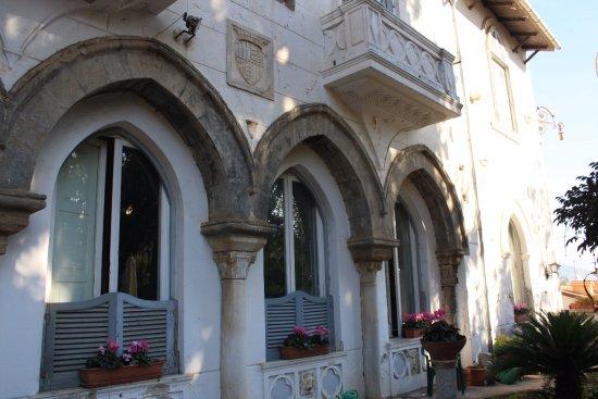 Hotel Avellino Villa