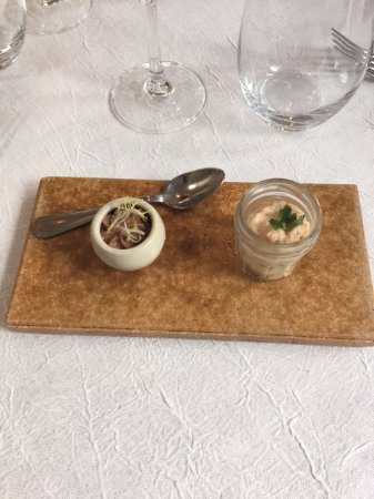 Limeray, France: Amuse bouche : mousse de boudin noir et rillettes de saumon