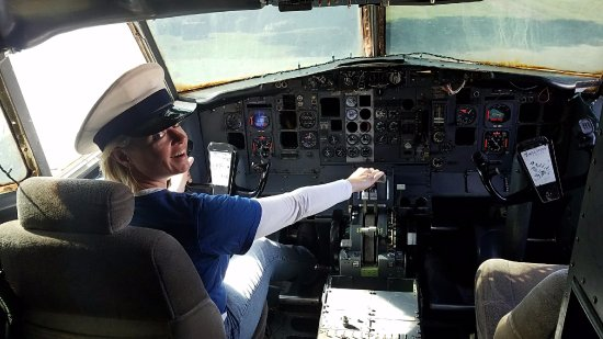 Walnut Ridge, AR: Captain Misty landing at Parachute Inn in White Ridge, AR.