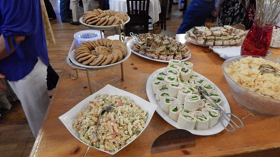 Marshall, TX: Sandwich and side buffet for the class of 67.