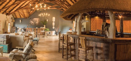 Hluhluwe, South Africa: Rustic Bar and Lounge