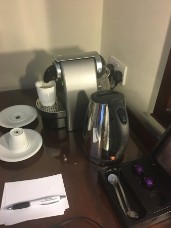 Macdonald Elmers Court Hotel & Resort: Expresso machine in the executive room