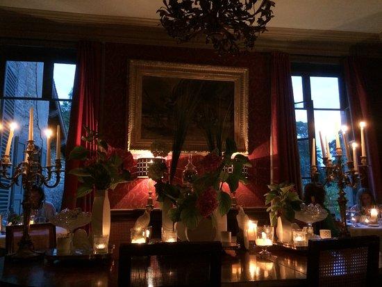 Saint-Paterne, França: Intimité et lumières du dîner...