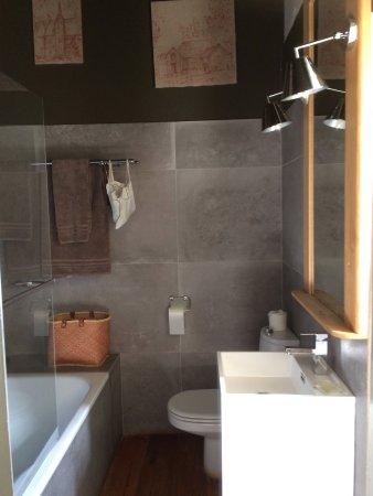 Saint-Paterne, França: Jolie salle de bain, chambre de La Terrasse...