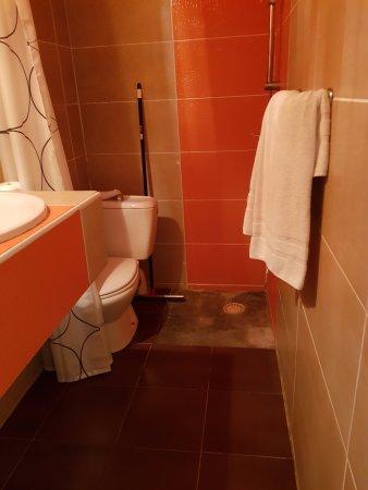 Celenya Hotel : voila un exemple de salle de bain sur le theme afrique :(