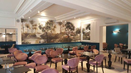 Mazamet, Frankrike: La salle du 1er étage. Venez tester le confort des banquettes.
