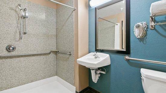 Nogales, AZ: Rollin Shower