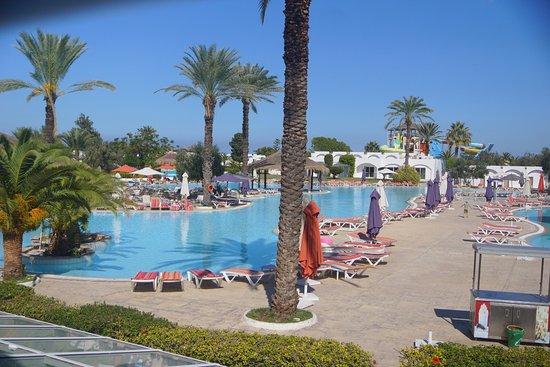 Thalassa Sousse Resort & Aquapark: Вид с балкона столовки