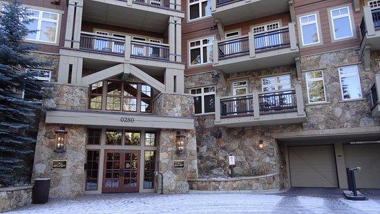 คีน์สโตน, โคโลราโด: The front of the Lone Eagle Condo building